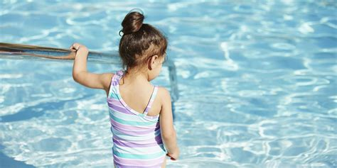 Here's What Gives Pools That Chlorine-y Smell (Spoiler: It