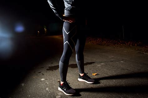 2XU WOMEN'S MID RISE REFLECT COMPR TIGHT - Conversations